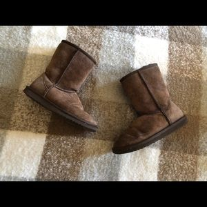 Size 5 brown Ugg short boots